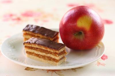 https://glutenmenteslisztek.hu/shop_ordered/68104/pic/csokisalmas180818.JPG